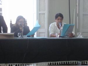 Vereador Mauro da Presidente - PSDB fazendo leitura do Projeto de lei.
